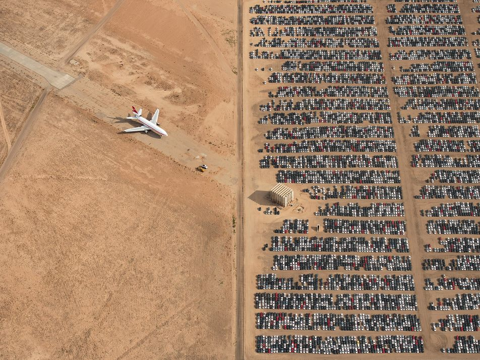 Pilot's stunning aerial desert picture wins National Geographic's 2018 photo contest