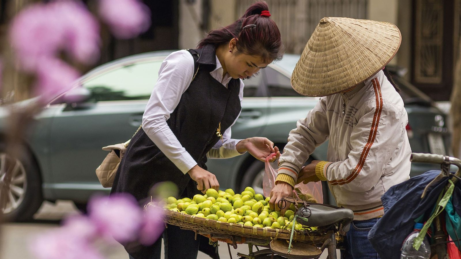 Selling apples on the streets of Hanoi