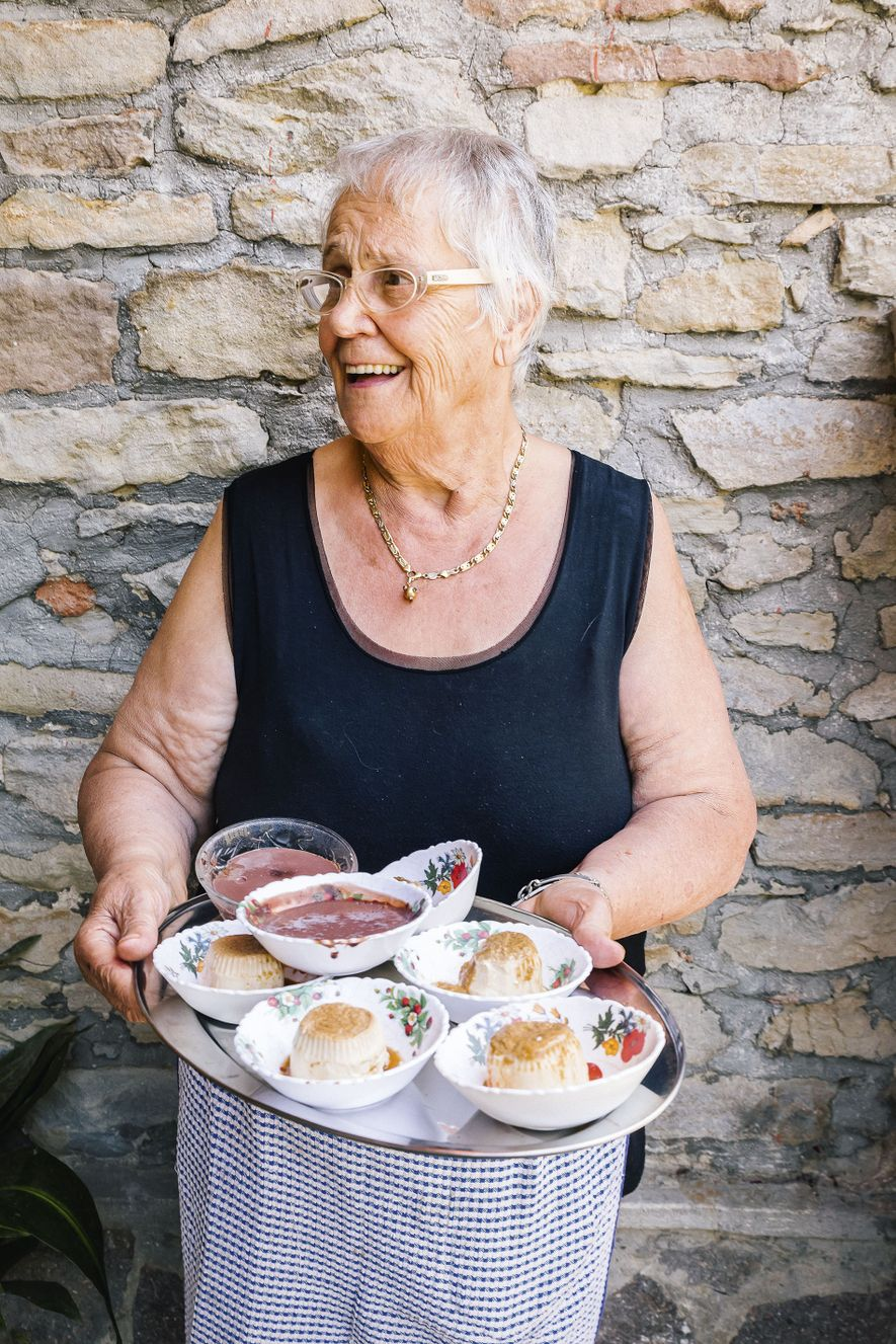 Irene offers chocolate and hazelnut pudding.