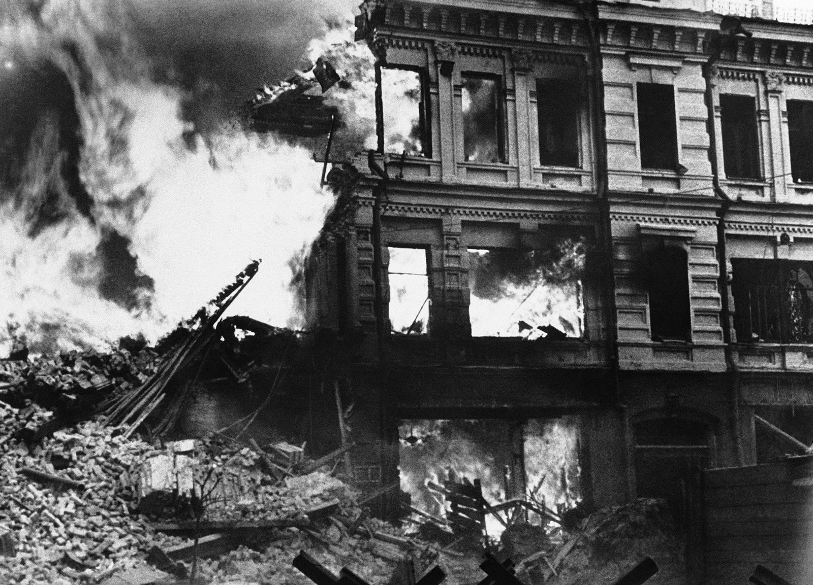 In the fall of 1941, retreating Soviet soldiers set off explosives in buildings throughout Kiev so ...