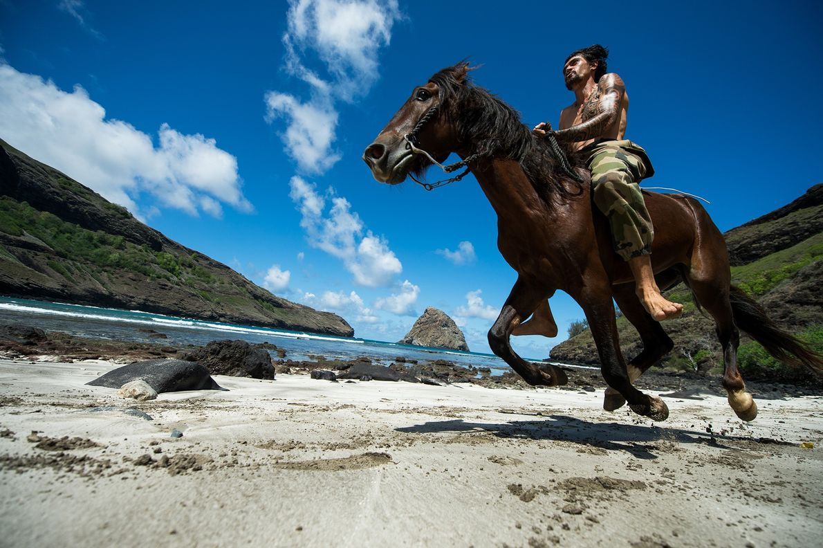 Vohi trains one of his horses on the beach of Hane.