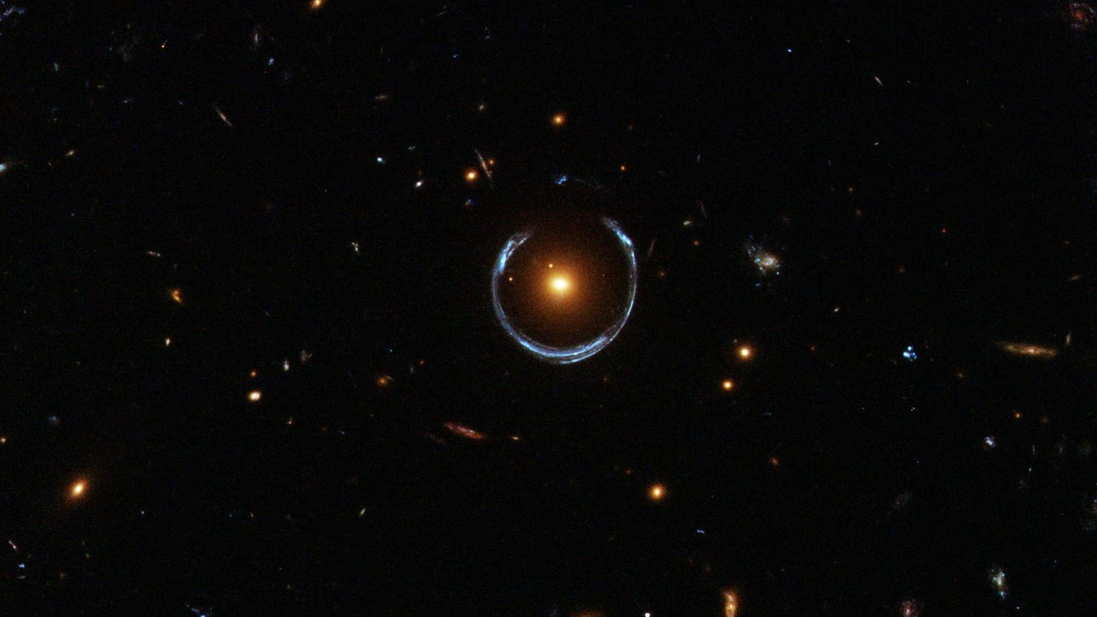 hubble-einstein-ring