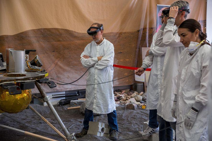 InSight principal investigator Bruce Banerdt (centre) stands with the spacecraft replica in the In Situ Instrument ...