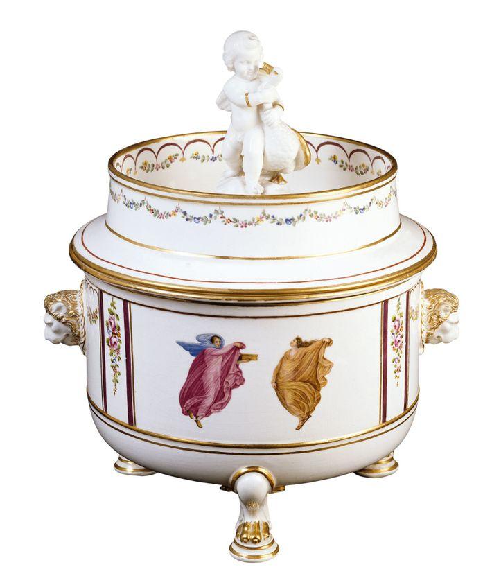 Ice-cream cooler, 18th century. National Ceramic Museum, Naples