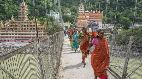 Lakshman Jhula bridge, crossing the Ganges, Rishikesh.