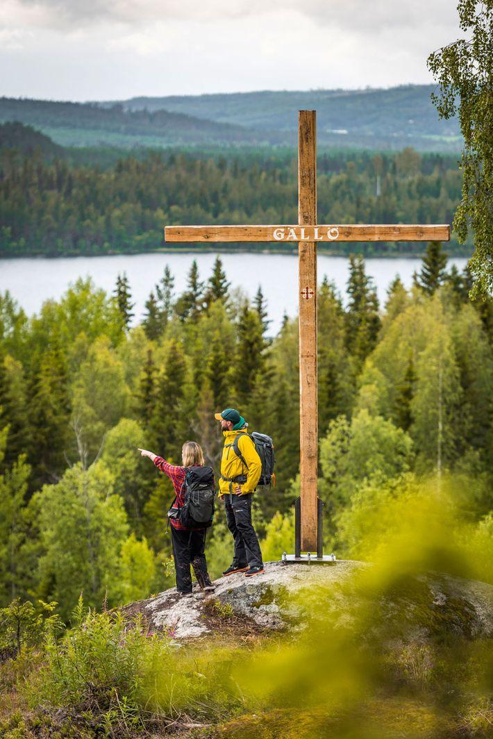 Hikers enjoying the view at Gällö, Bräcken municipality.