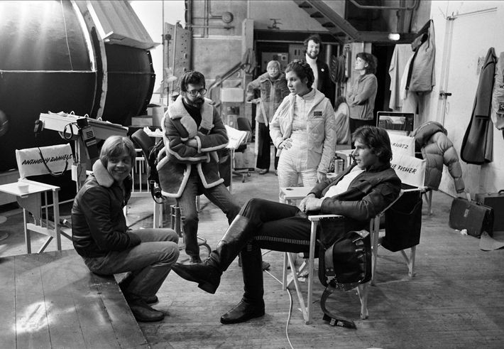 Mark Hamill, George Lucas, Carrie Fisher and Harrison Ford on the Elstree set of The Empire ...