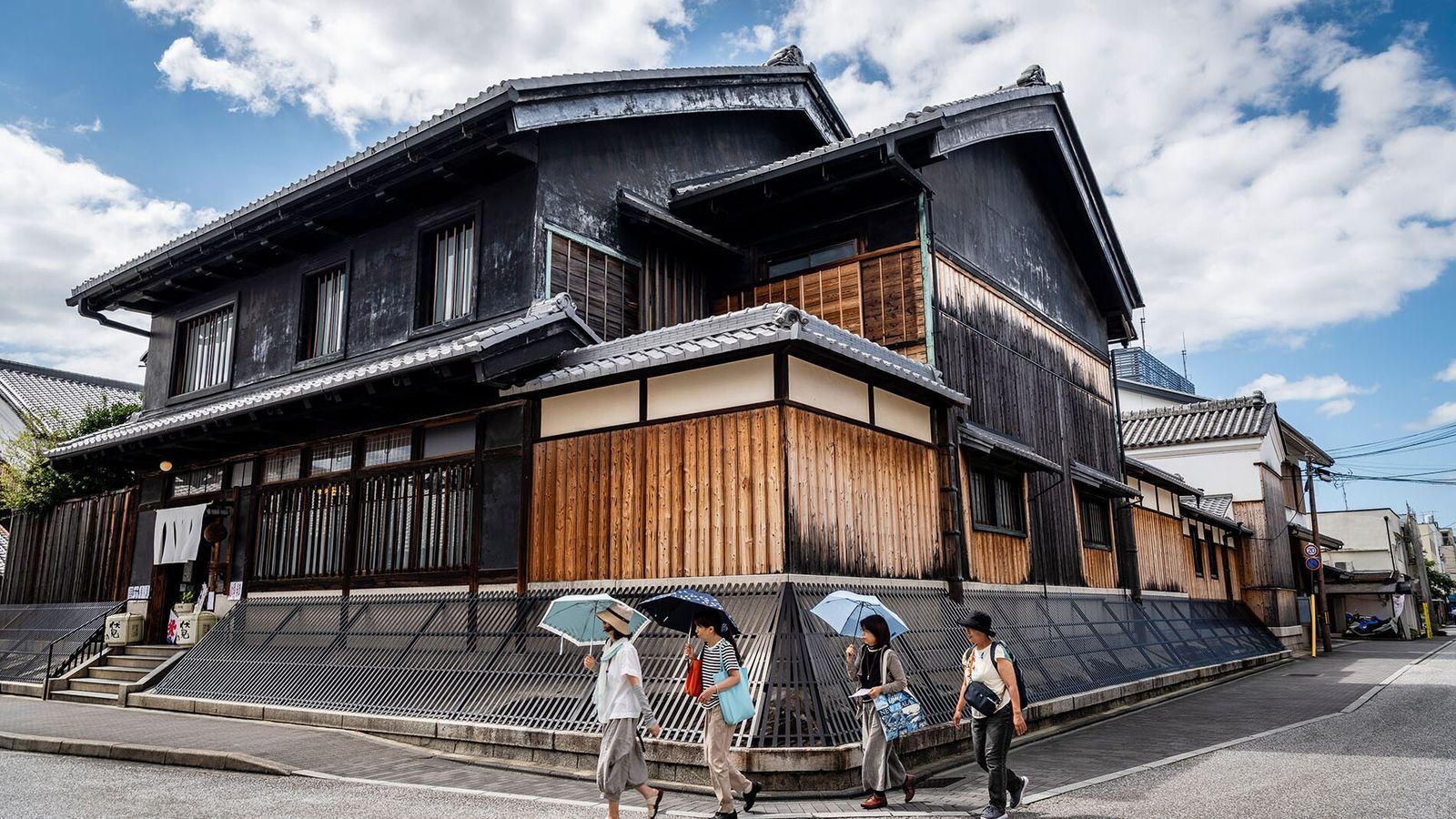 Visitors to Kansai can sip on sake at some of the oldest sakagura (breweries) in Japan.