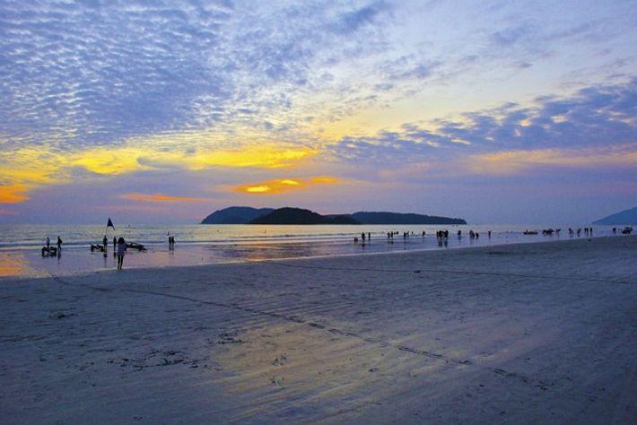 Pantai Cenang beach. Image: Naturally Langkawi