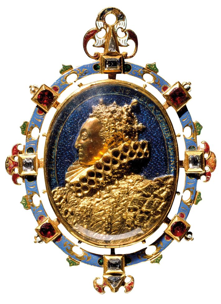 Locket Elizabeth I rewarded to Drake