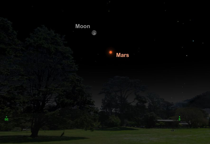 The full moon and Mars will be separated by just five degrees on 27th July.