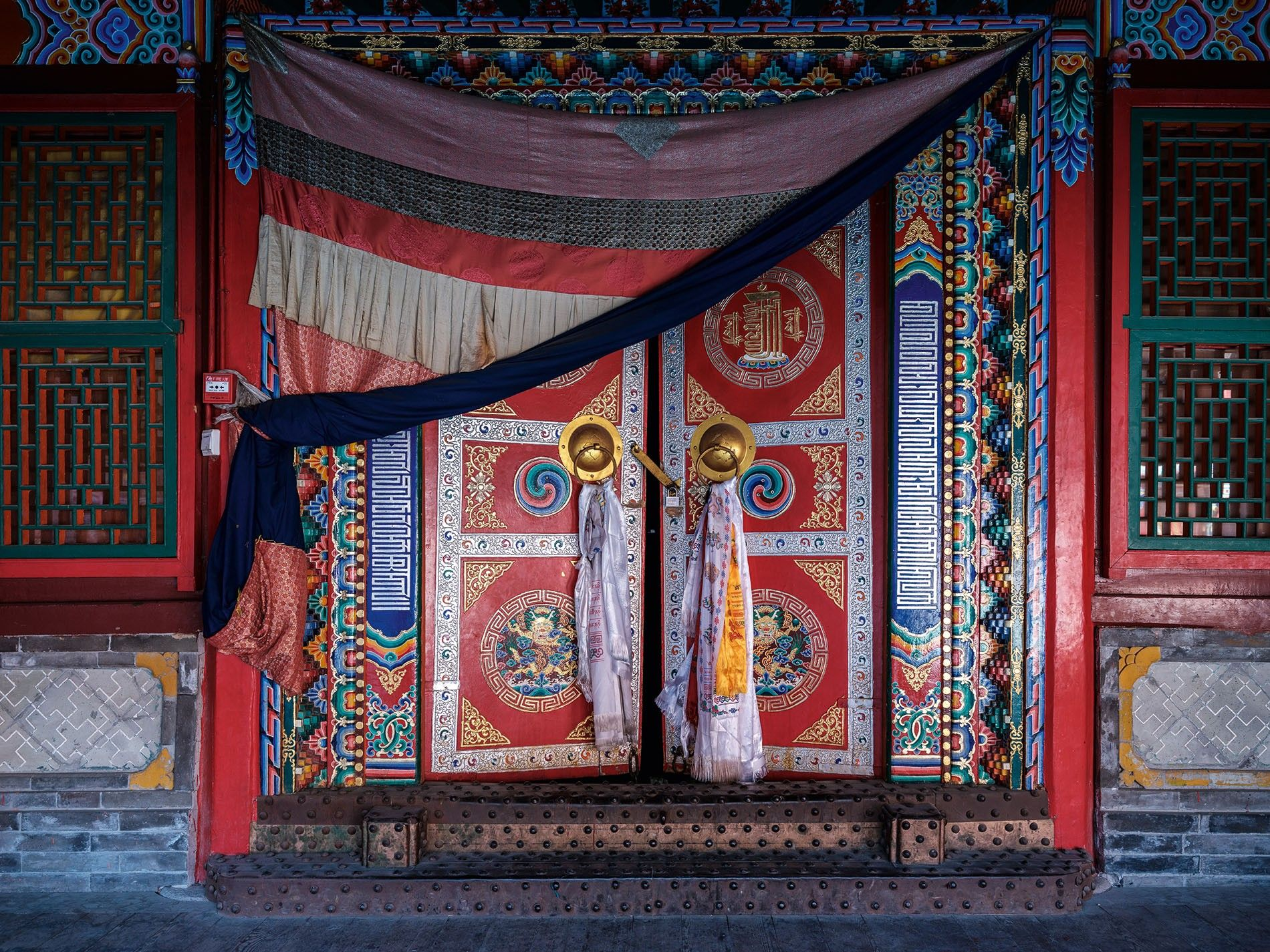 One of Kumbum monastery's many ornate doors