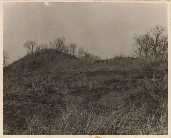 Spiro Mounds, photograph, 1936~