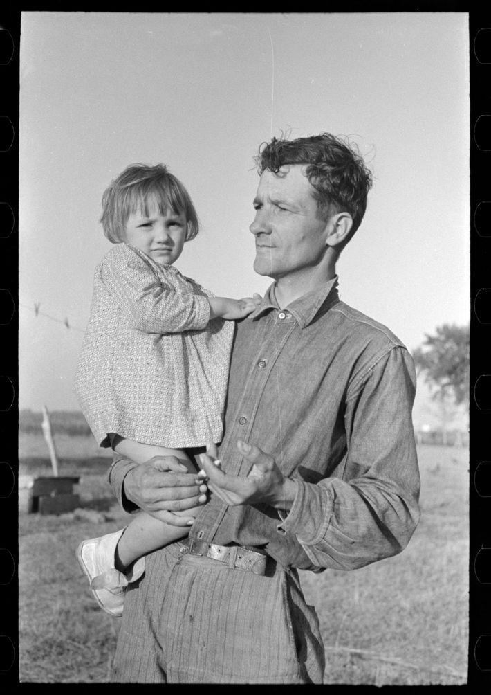 Cajun sugarcane farmer with daughter, near New Iberia, Louisiana. October 1938.