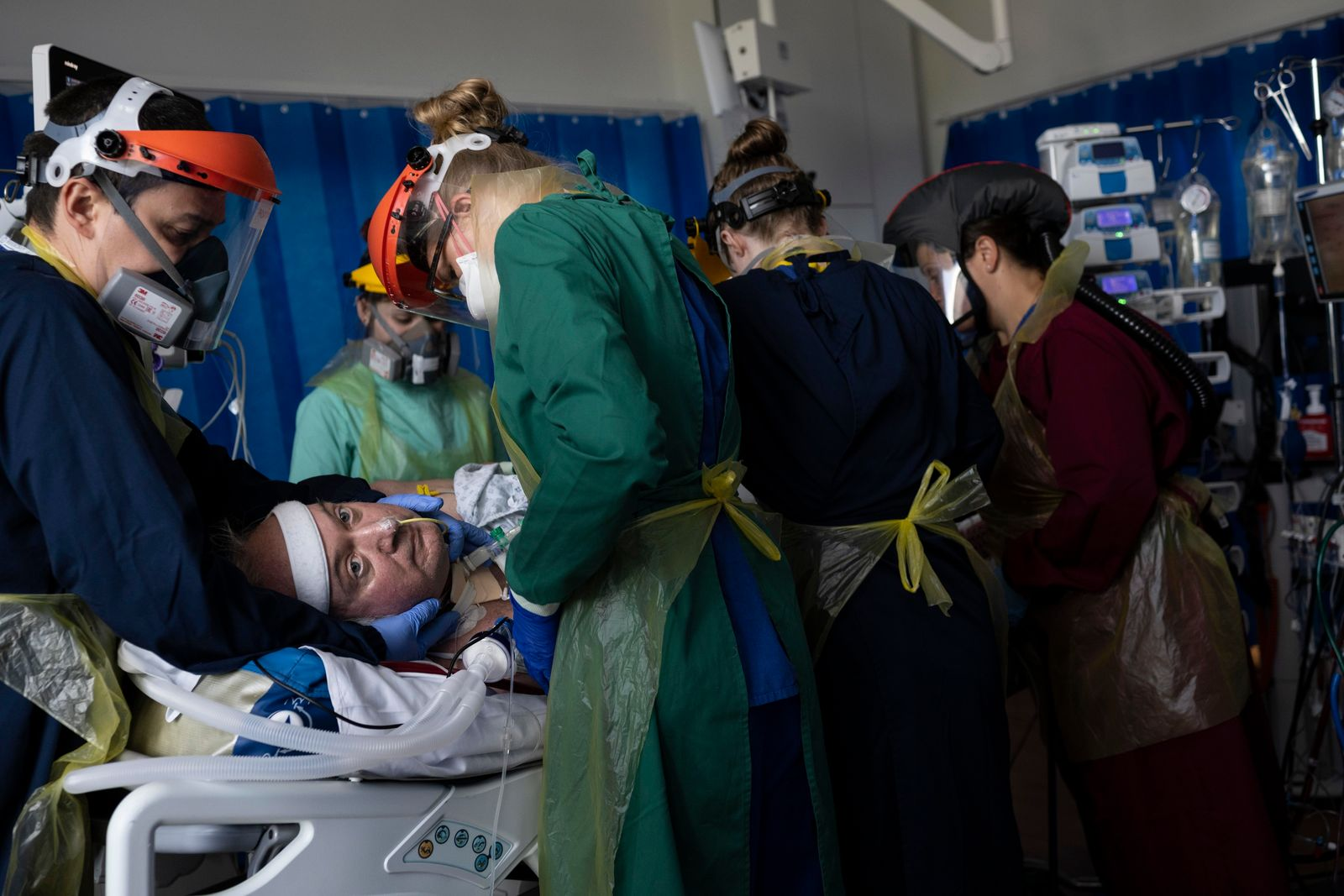 'I felt like the pandemic was being censored.' Photographing the fight for life – and grief ...