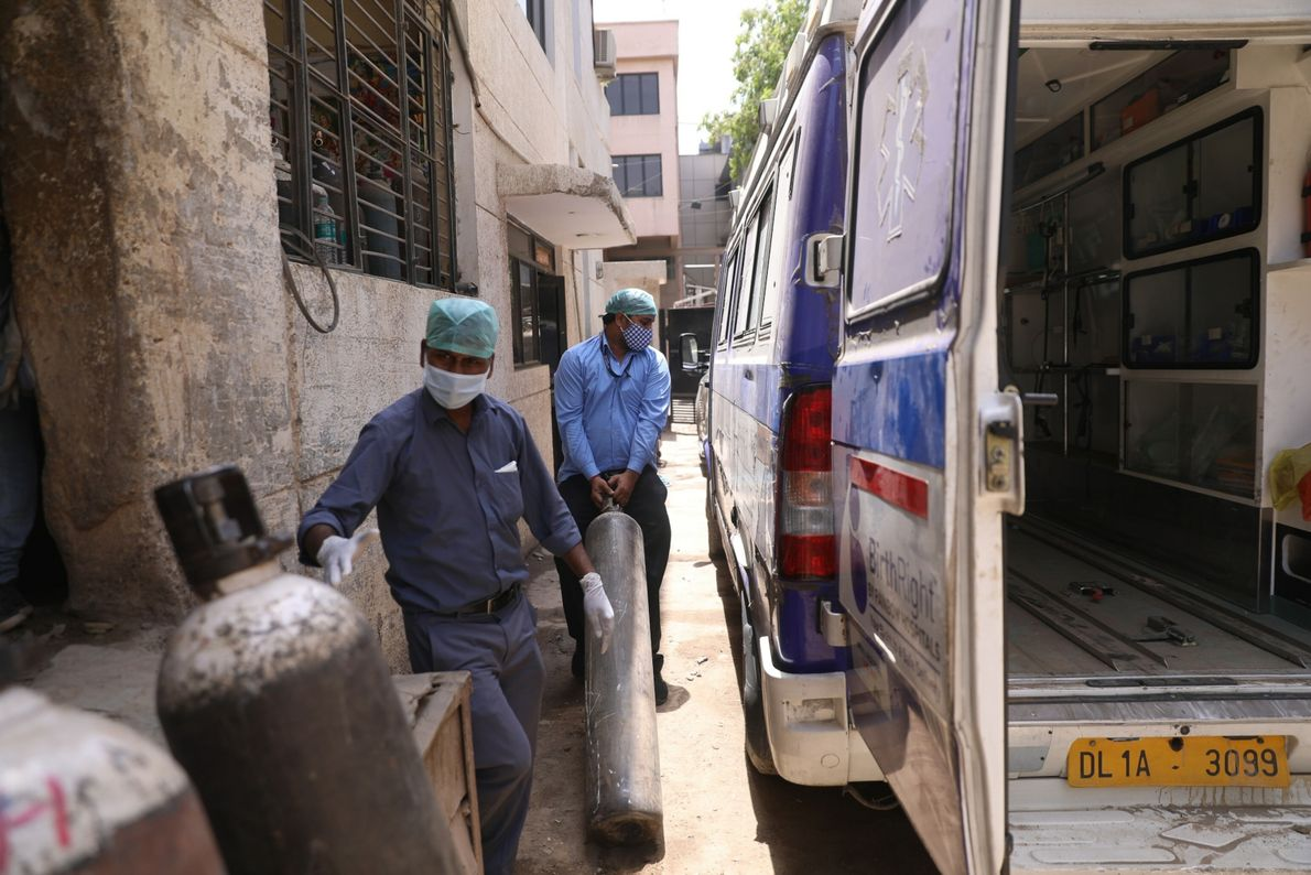 Ambulance drivers Ajay Kumar (L) and Gaurav Kumar (R) managed to get oxygen cylinders to fit ...