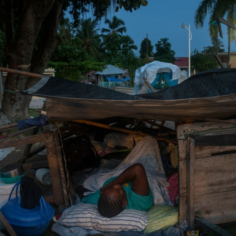 A week after Haiti's deadly earthquake, hope is hard to find