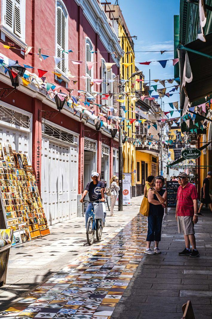 Streets of Callao, an artistic hotspot in the Lima metropolitan area.