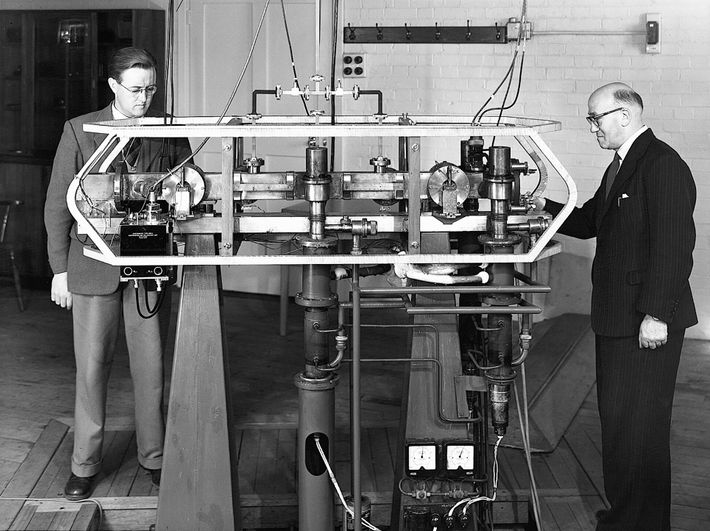 Louis Essen (left) and John Parry with the first working atomic clock in 1955. The device led ...