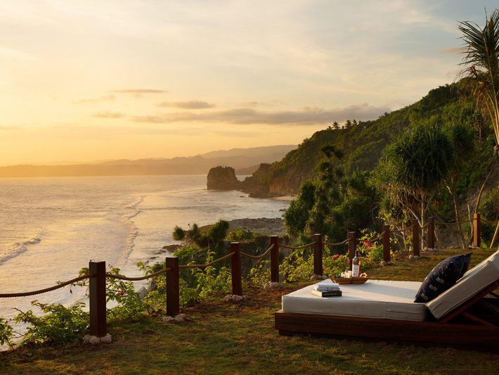 Pool villa day bed at Lelewatu