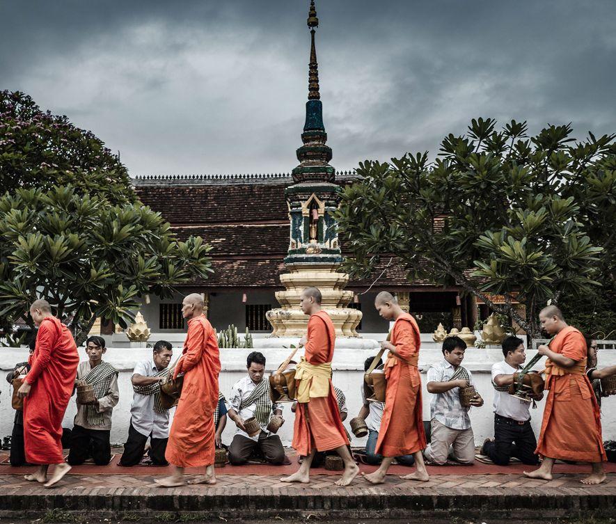 Luang Prabang: Up in alms