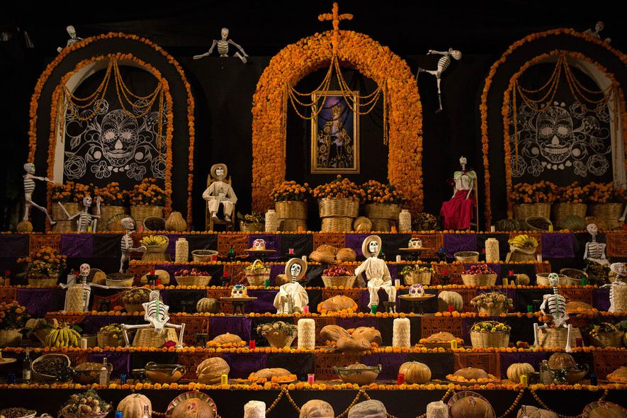 Oaxaca welcomes spirits home with 'bread of the dead'