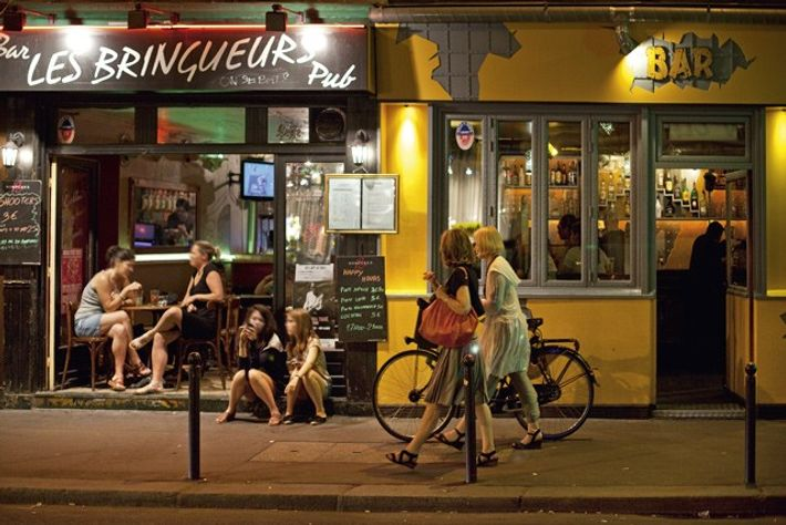 Cafe and restaurant Menilmontant.