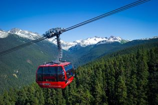The gondola offers stunning 360-degree views of Whistler Village, mountain peaks, lakes, glaciers and forests.