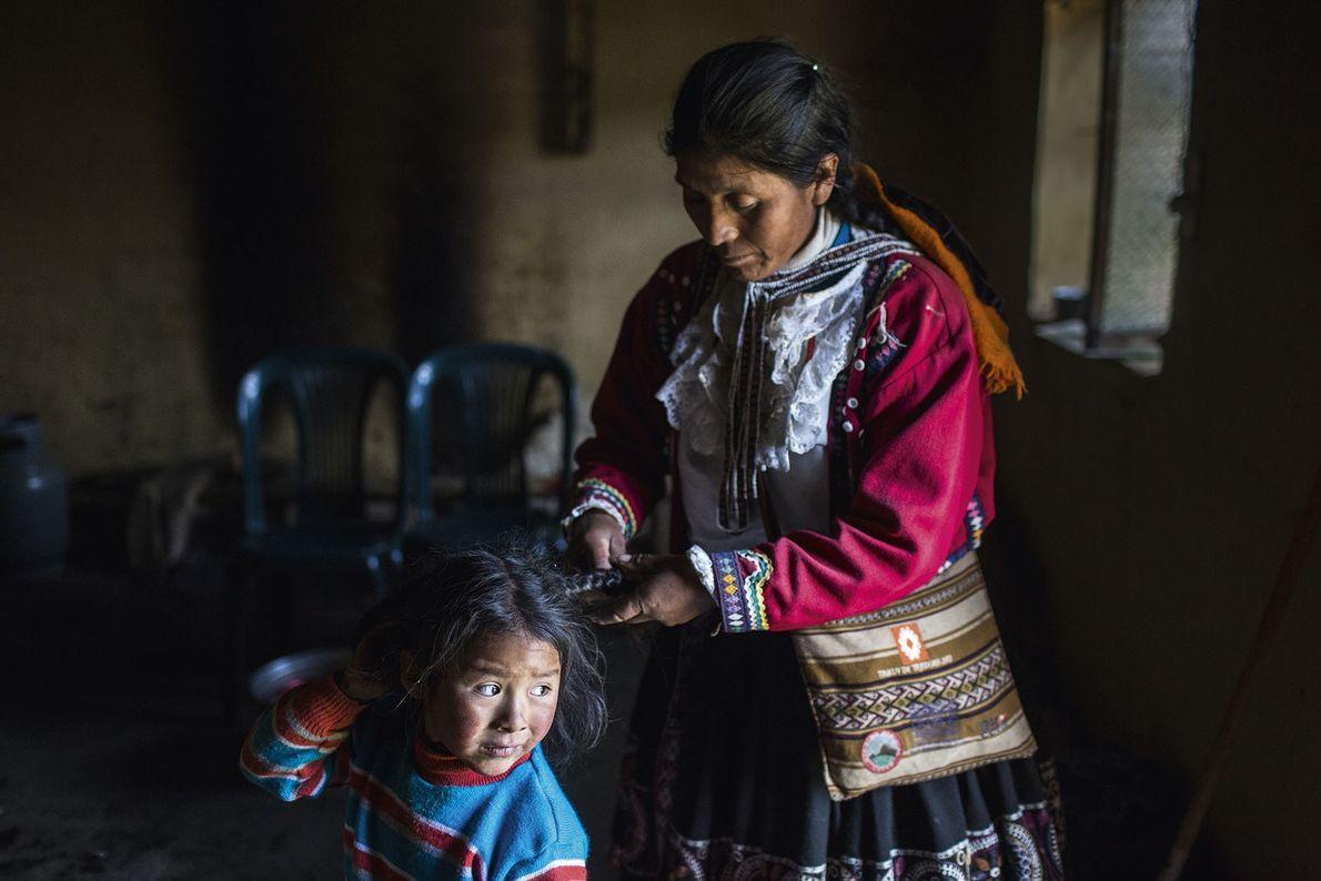 A local braids a child's hair