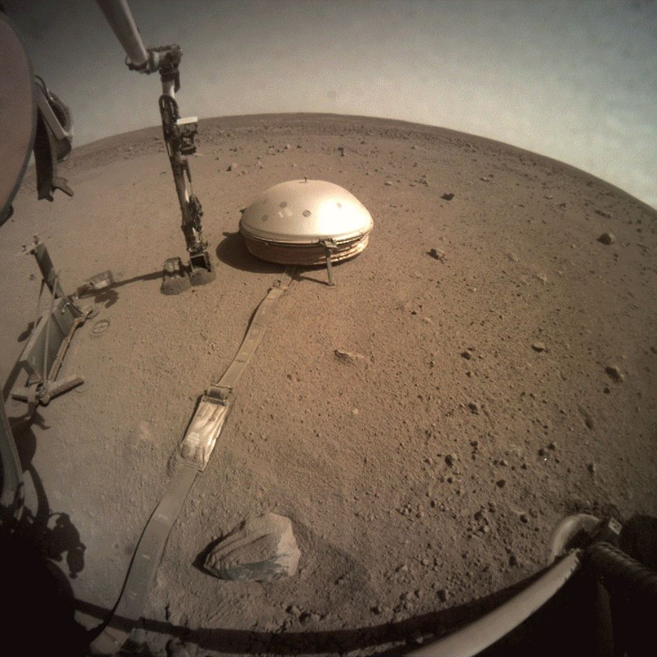 NASA's InSight spacecraft reveals first-ever peek inside Mars's centre