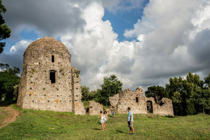 hermitage-santelia-vecchio-ruins