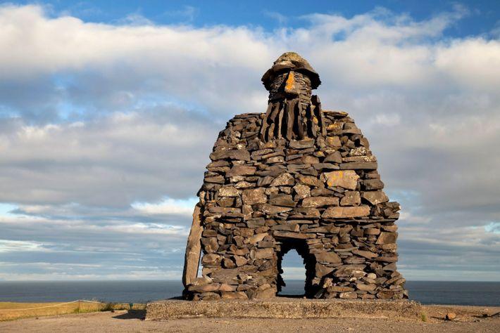 Stone figure Bardur Snaefellsas, Legend figure, Halbtroll, Artist Ragnar Kjartansson, Arnarstapi, Snaefellsnes, Vesturland