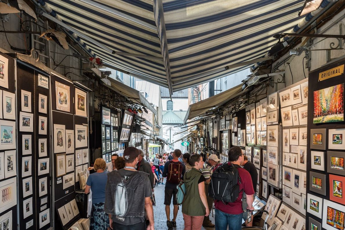 A unique Québec City attraction, Rue du Trésor is a narrow alley between the Holy Trinity ...