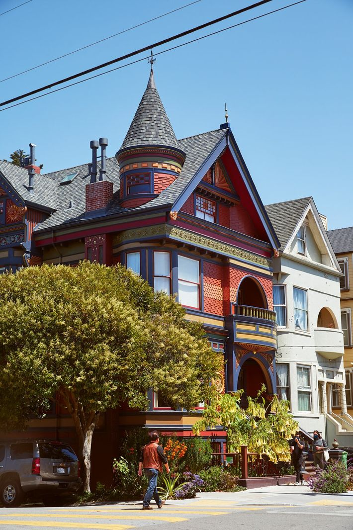 Colourful Victorian-era houses in Haight-Ashbury neighbourhood.