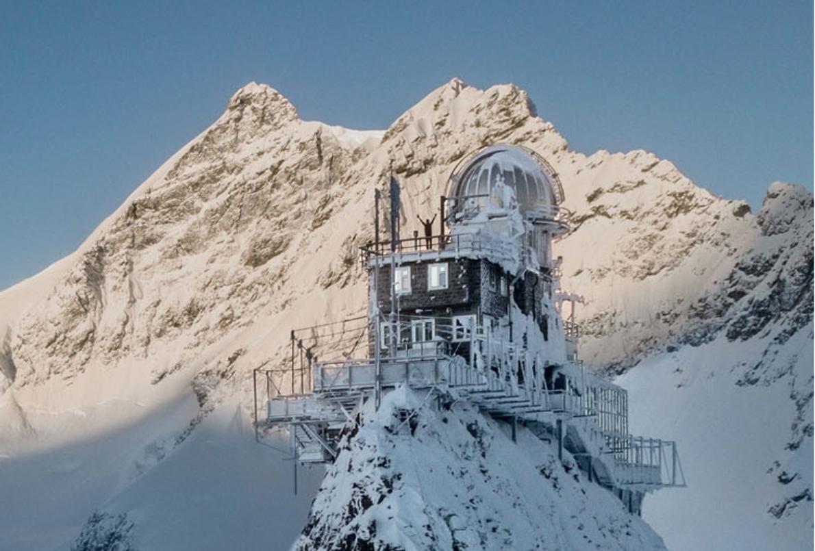 How a photographer got this amazing mountaintop shot