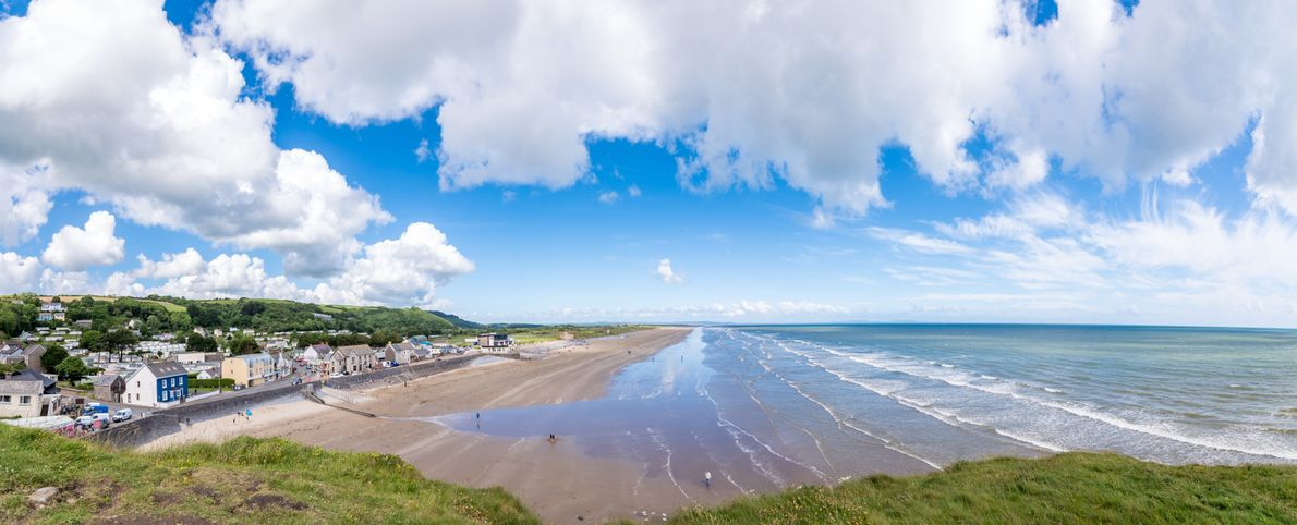Explore the UK with your SUV - Pendine Sands, South Wales