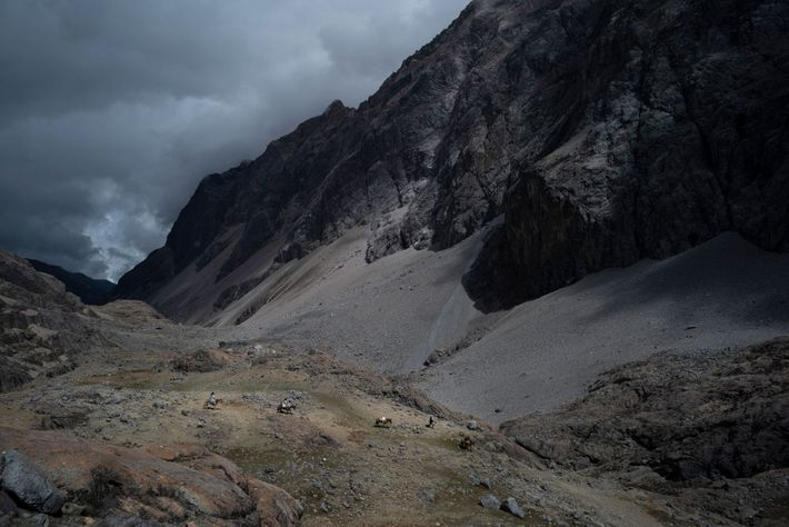 Valleys in the upper reaches of the Sierra Nevada are lined with detritus from glaciers that ...