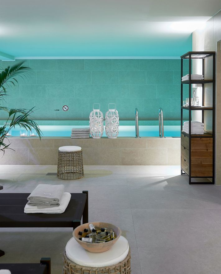 Housed in Amsterdam's old City Hall, Pestanaoverlooks the city's main riverand has a beautifully designed spa.