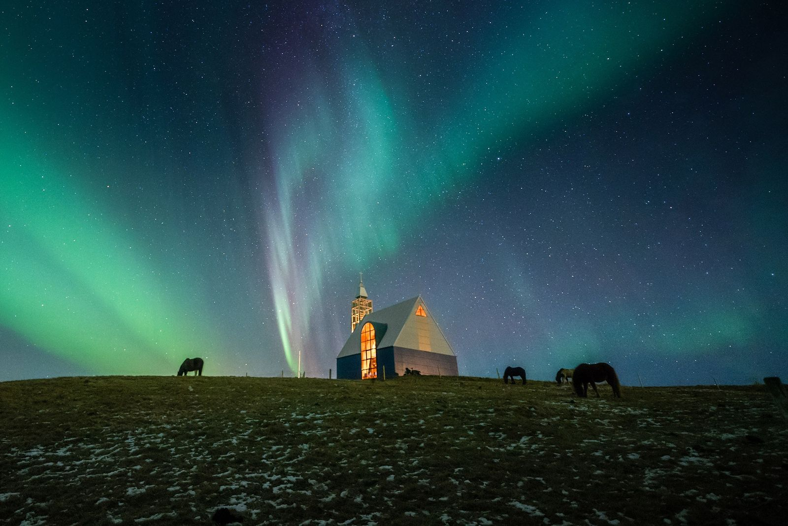 November's best space pictures: Spectacular auroras, Mars selfie