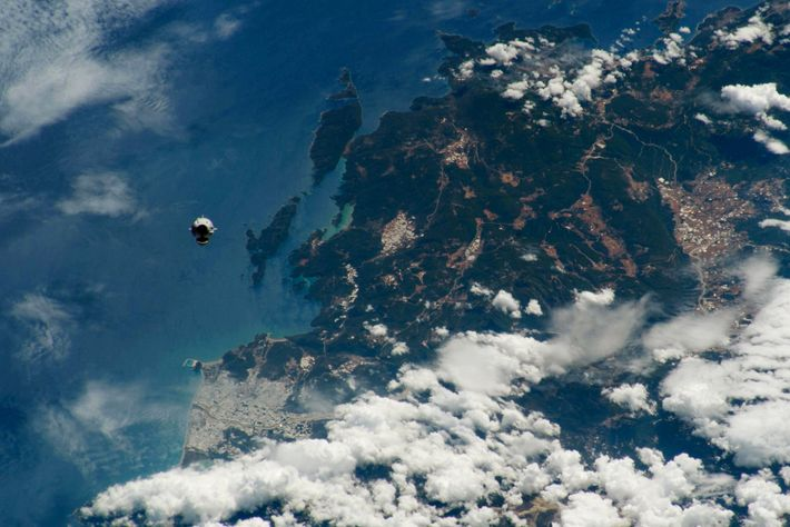 With its nose cone open for docking, SpaceX's Crew Dragon makes its historic approach to the ...