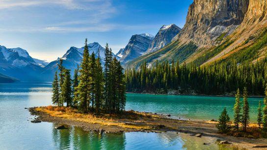Panorama view of beautiful Spirit Island in Maligne Lake, Jasper National Park, Alberta.