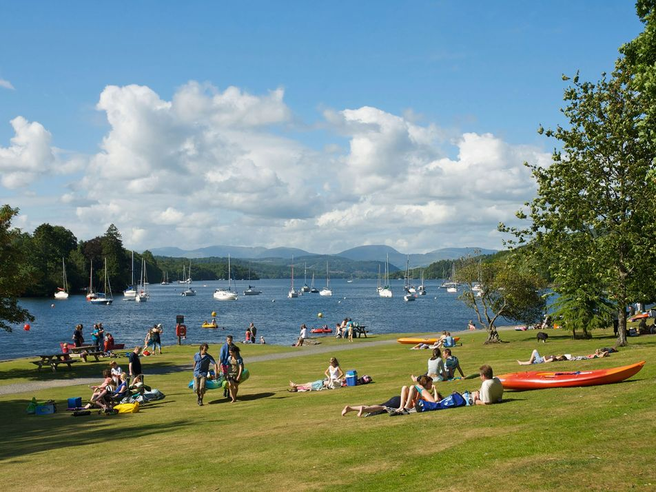 What to do with the family around Lake Windermere