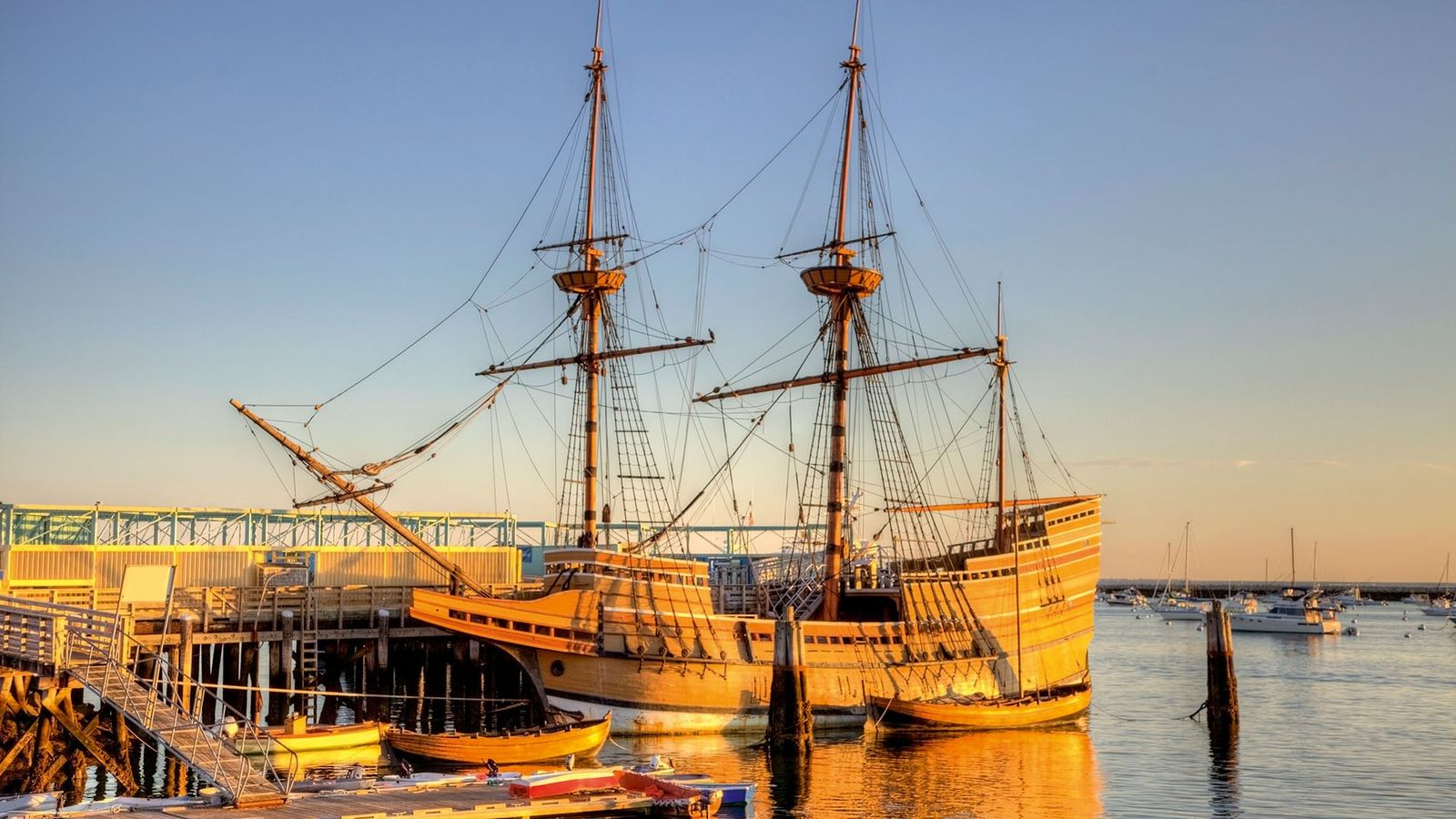 The Mayflower II is a replica of the 17th century ship Mayflower, celebrated for transporting the ...
