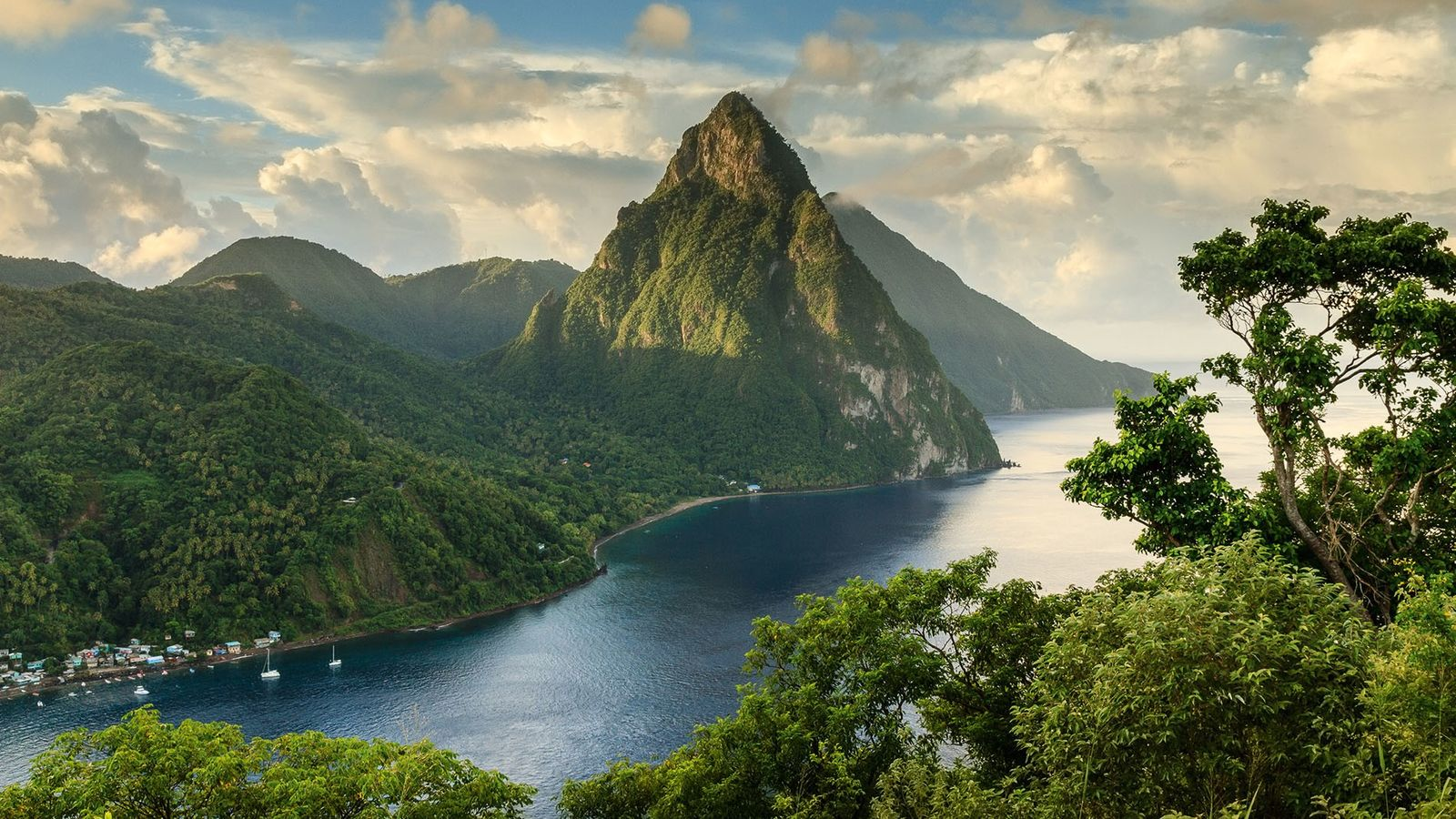 A view of the Pitons peaks, Petit Piton andGros Piton.