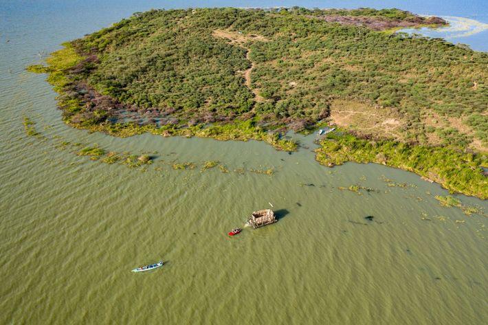 explore-05.21-aerial-island-barge