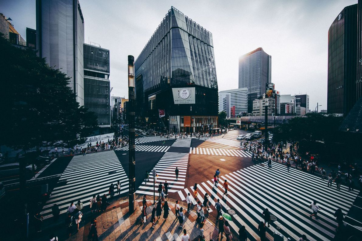"""""""At 3:36 p.m. in Ginza, Tokyo, the temperature was 26.8°C. I raised my camera to record ..."""