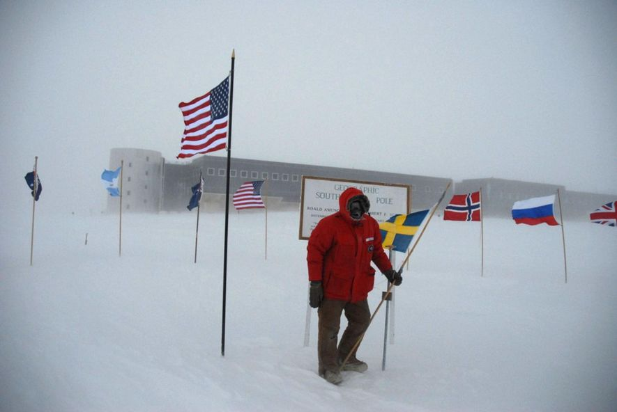 Sven Lidström at the South Pole, with the Amundsen-Scott station in the background