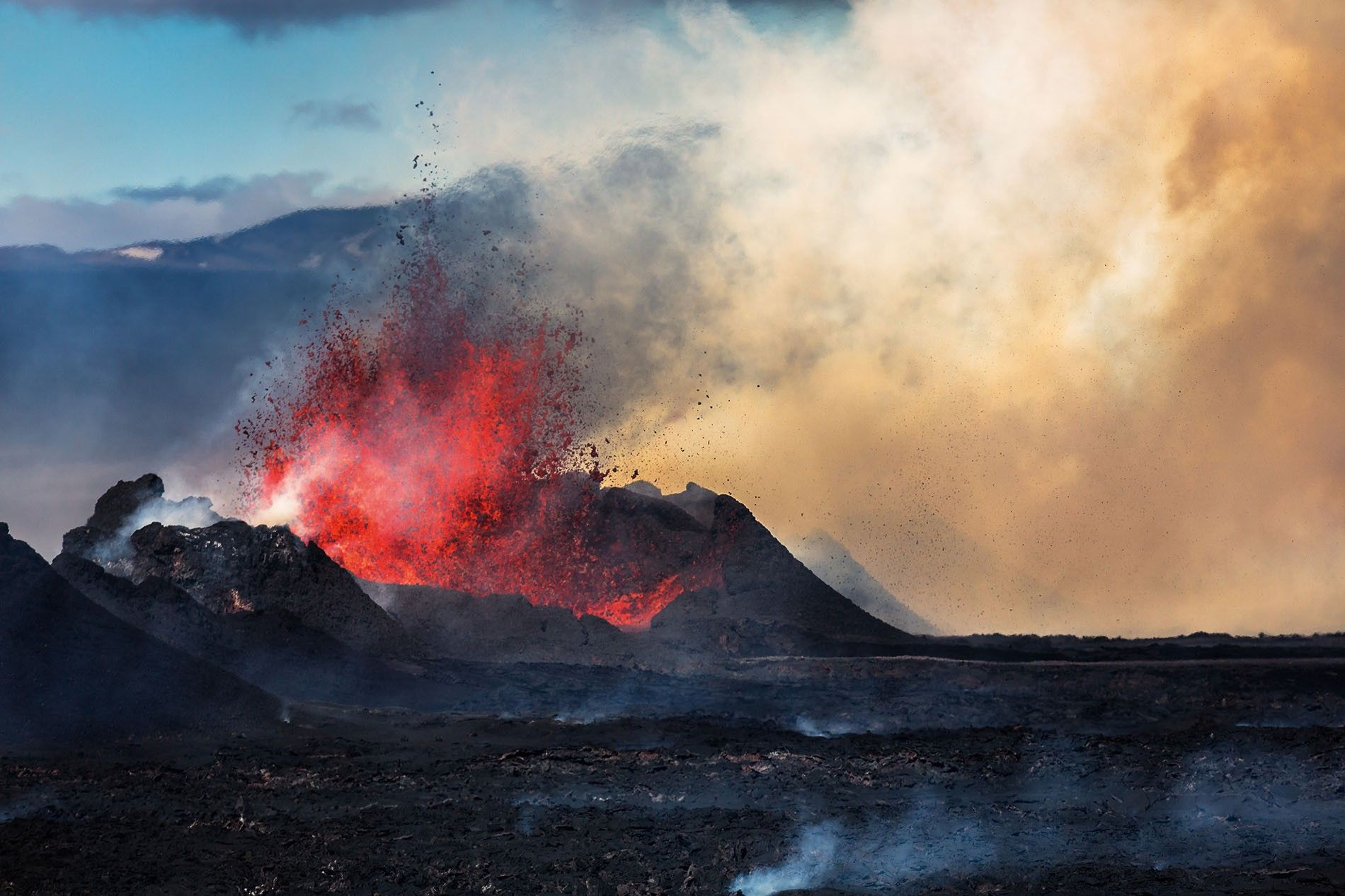 Lava and plumes from the Holuhraun Fissure Eruption by the Bardarbunga Volcano, Iceland