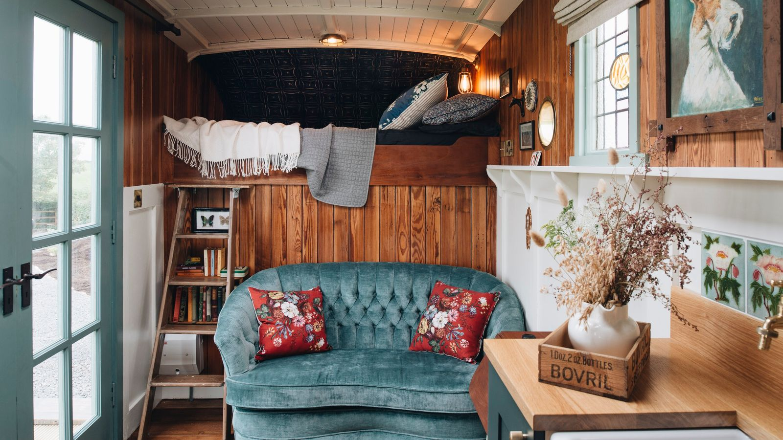 The Oat Box, onhen-peppered farmlandnear Northern Ireland's windswept north coast,is a sweet retreat for two tucked ...