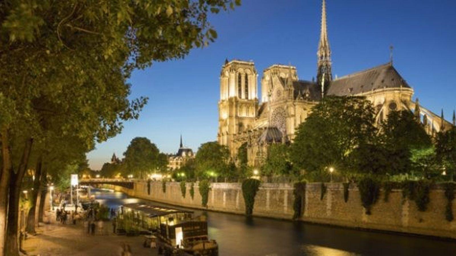 Twilight along River Seine in Paris